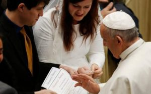 POPE-AUDIENCE-MARRIAGE-NEW-HOPE_800-770x518-e1505939888989