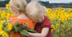 girls-in-sunflowers-860x450_c-860x450_c