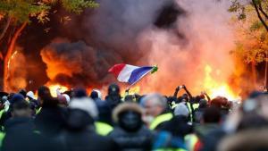 Francuska-neredi-žuti-prsluci