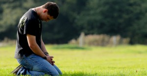 Young-man-in-prayer-860x450_c