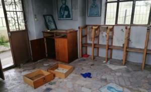 lesbos_church-696x427