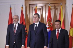 """Edi-Rama-Aleksandar-Vučić-i-Zoran-Zaev-potpisali-su-prošle-godine-u-Novom-Sadu-deklaraciju-o-namjerama-za-uspostavljanje-""""malog-Šengena""""-Copy-800x530-1-696x461"""